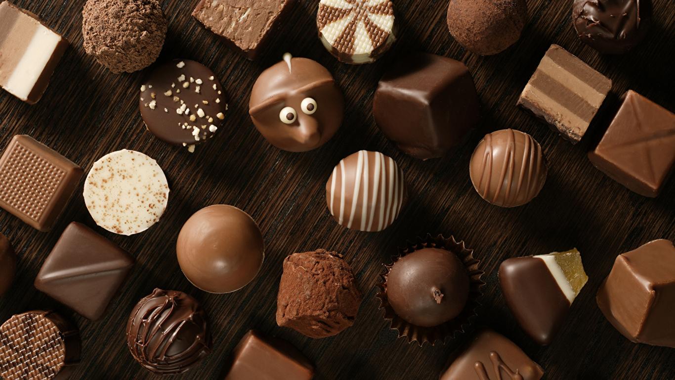 Картинка Шоколад Конфеты Пища Сладости 1366x768 Еда Продукты питания
