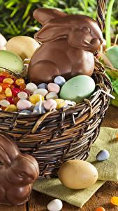 Картинки Праздники Пасха Кролик Шоколад Конфеты Яйцами Корзины Еда