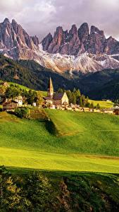 Обои Италия Горы Дома Поля Леса Пейзаж Луга Santa Maddalena