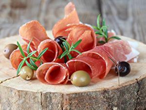Фотографии Мясные продукты Ветчина Оливки Нарезка