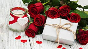 Картинки Розы Свечи Доски Темно красный Банка Подарков Сердца цветок