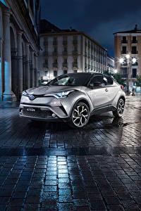 Фотографии Toyota Ночные Улиц Серебристый Кроссовер C-HR Автомобили