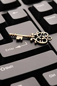 Обои Клавиатура Вблизи Ключом Компьютеры
