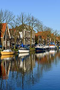 Фотографии Нидерланды Здания Речка Пирсы Речные суда Катера Edam Города