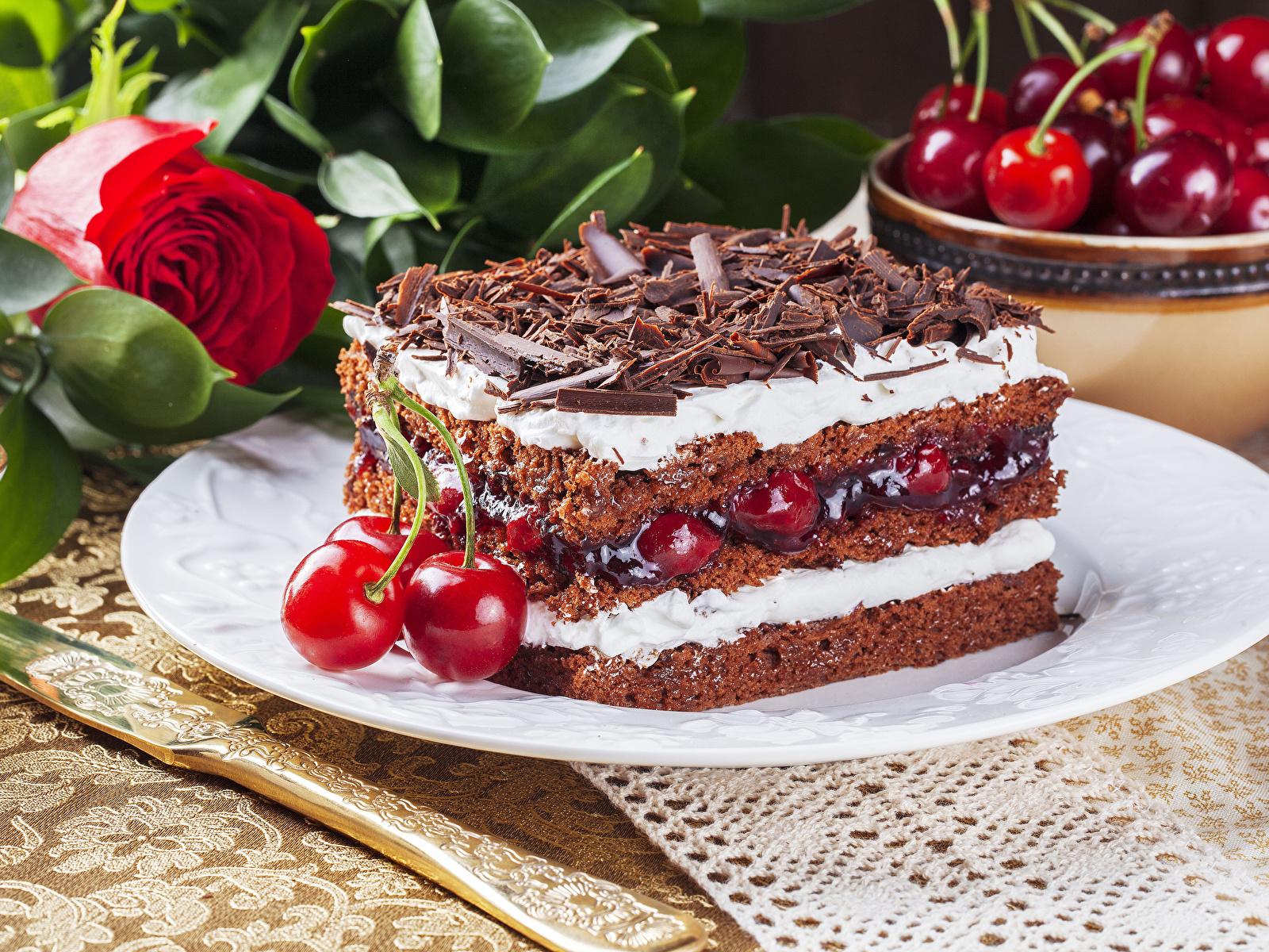 Фото Шоколад Розы Торты Кусок Черешня Продукты питания 1600x1200 часть Вишня Еда Пища