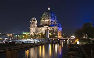 Картинки Берлин Германия Мосты В ночи Уличные фонари Купол Reichstag город