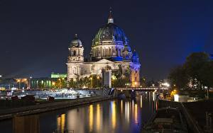 Картинки Берлин Германия Мост В ночи Уличные фонари Купол Reichstag город