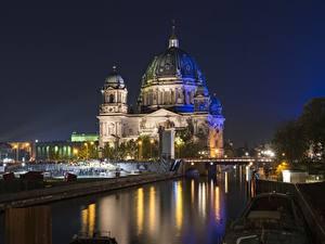 Картинки Берлин Германия Мосты Ночные Уличные фонари Купол Reichstag Города