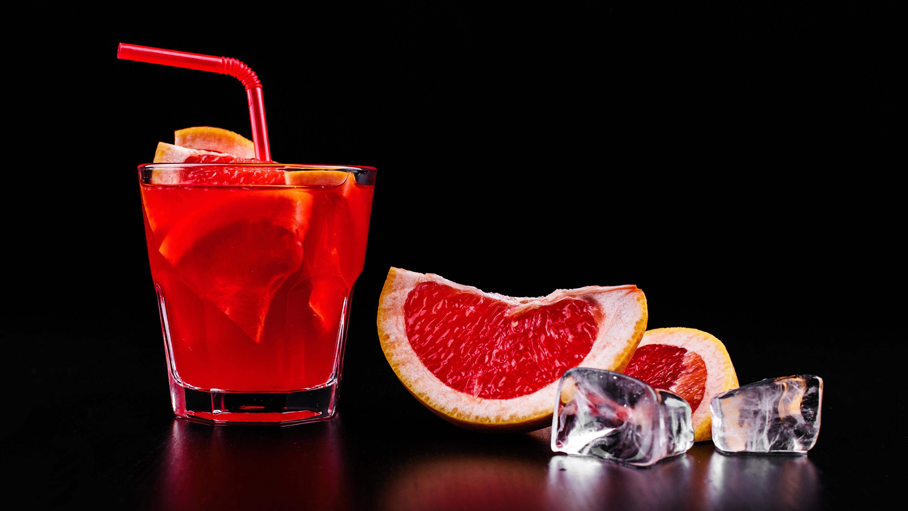 Фото Алкогольные напитки льда Грейпфрут Пища Рюмка Коктейль Черный фон 3840x2160 Лед Еда рюмки Продукты питания на черном фоне