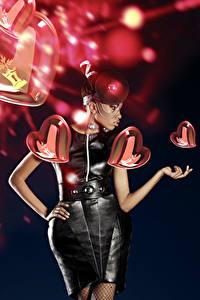 Фотография День святого Валентина Черный фон Сердце Платье Негр девушка