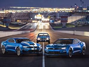 Фотографии Шевроле Синий Трое 3 Camaro 2018 50th Anniversary, COPO, SEMA 2018, eCOPO Concept Авто