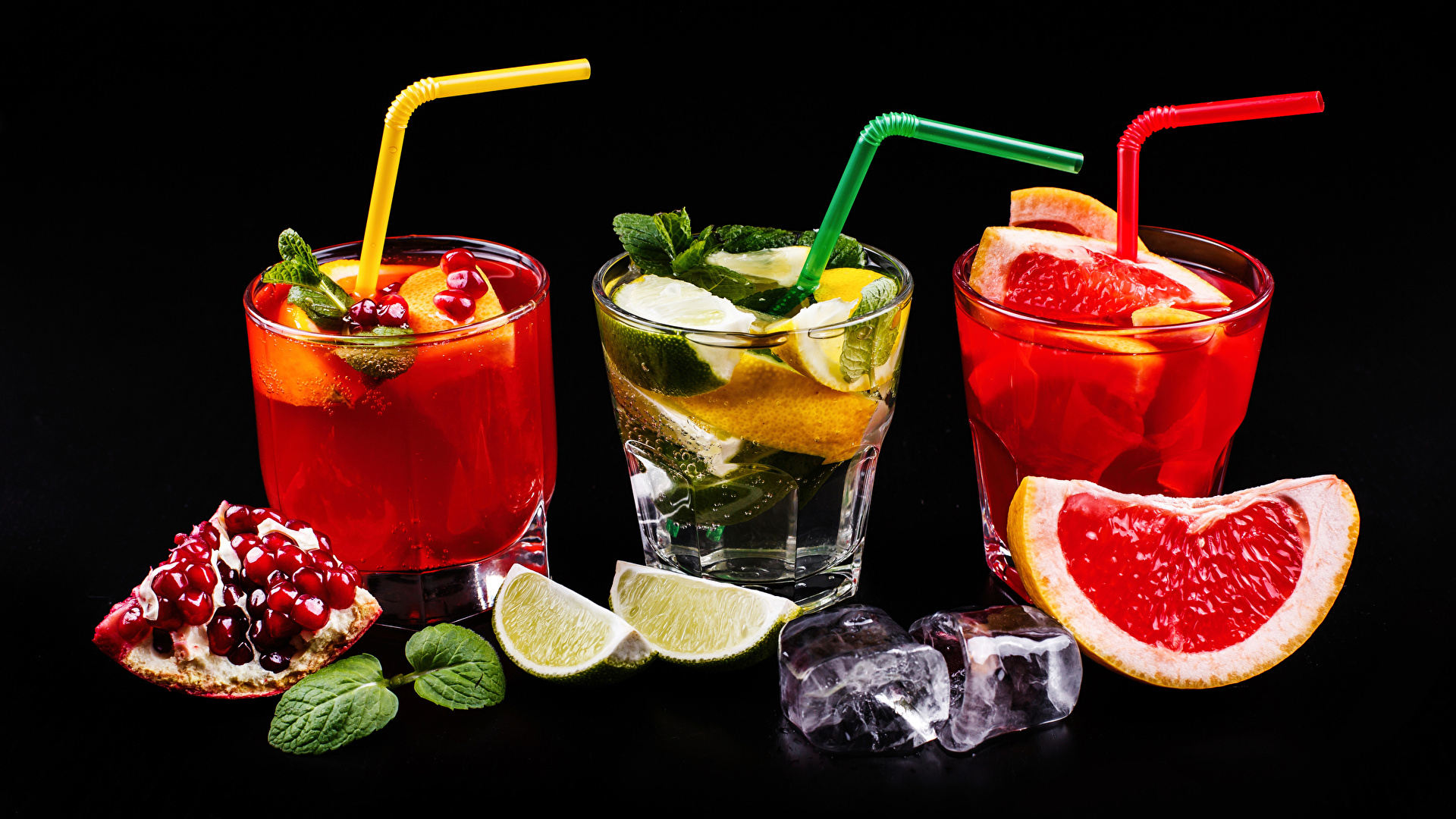 Обои для рабочего стола Алкогольные напитки льда Лайм Грейпфрут Гранат стакане Пища Трое 3 Коктейль Черный фон 1920x1080 Лед Стакан стакана Еда три втроем Продукты питания на черном фоне