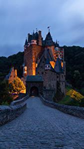 Картинки Германия Замки Дороги Вечер Леса Burg Eltz Города
