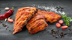 Фото Мясные продукты Специи Помидоры Доски Соль Еда