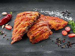 Фото Мясные продукты Специи Помидоры Доски Соль