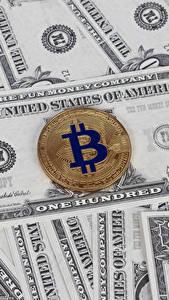 Обои Деньги Банкноты Доллары Биткоин Монеты