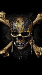 Фотографии Черепа Пираты Карибского моря Логотип эмблема Черный фон Dead Men Tell No Tales Фильмы