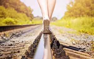 Фотография Крупным планом Рельсах Ноги Подошва обуви