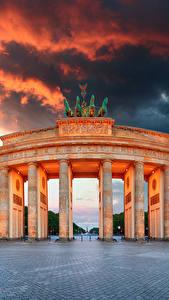 Фотографии Германия Берлин Облака Городская площадь Колонна Ворота Brandenburg Gate