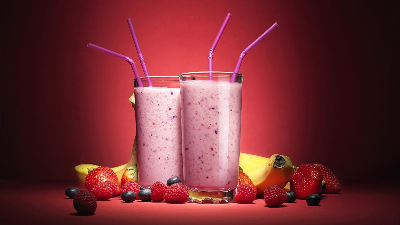 Картинки Стакан Малина Клубника Пища Коктейль 1366x768 стакана стакане Еда Продукты питания