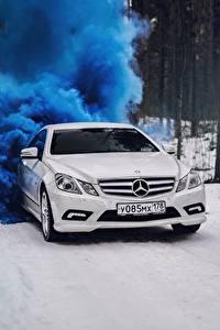 Фото Мерседес бенц Белый Купе e-class c207