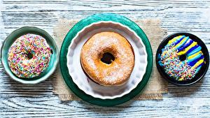 Фотографии Выпечка Пончики Доски Тарелка Втроем Дизайн Еда