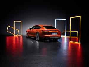 Фото Порше Оранжевая Металлик Вид сзади Panamera Turbo S (971), 2020 авто