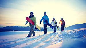 Фото Рассветы и закаты Сноуборд Мужчины Снег Спорт Девушки