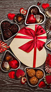 Картинка День святого Валентина Сладости Конфеты Шоколад Подарок Сердца Бантик Еда