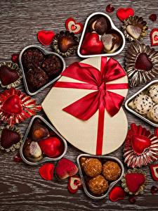 Картинка День святого Валентина Сладости Конфеты Шоколад Подарки Сердечко Бантик