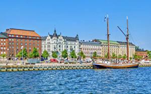 Картинки Финляндия Хельсинки Здания Речка Причалы Корабли Парусные Города