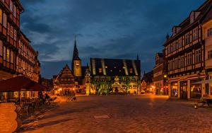 Фотографии Германия Дома Городская площадь Уличные фонари Ночь Quedlinburg город