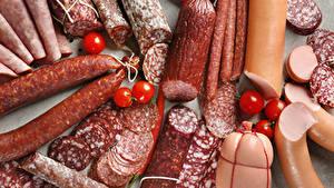 Фотография Мясные продукты Колбаса Сосиска Помидоры Нарезка