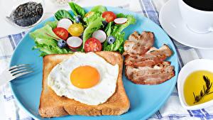 Фотография Хлеб Овощи Ветчина Завтрак Яичницы Тарелке Еда