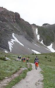 Фотографии Канада Парки Горы Тропинка Трава Гуляет Банф Природа