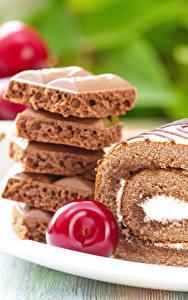 Фото Выпечка Сладости Шоколад Черешня Рулет