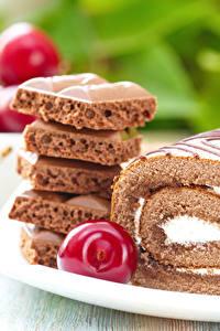 Фото Выпечка Сладкая еда Шоколад Черешня Рулет Еда