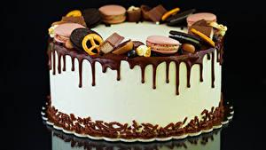 Картинка Сладкая еда Торты Печенье Шоколад На черном фоне Еда