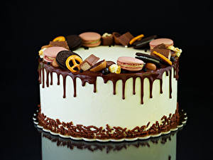 Картинка Сладости Торты Печенье Шоколад Черный фон Еда