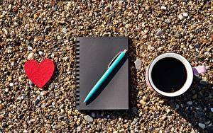 Фотографии Кофе День всех влюблённых Сердечко Блокнот Шариковая ручка Чашке