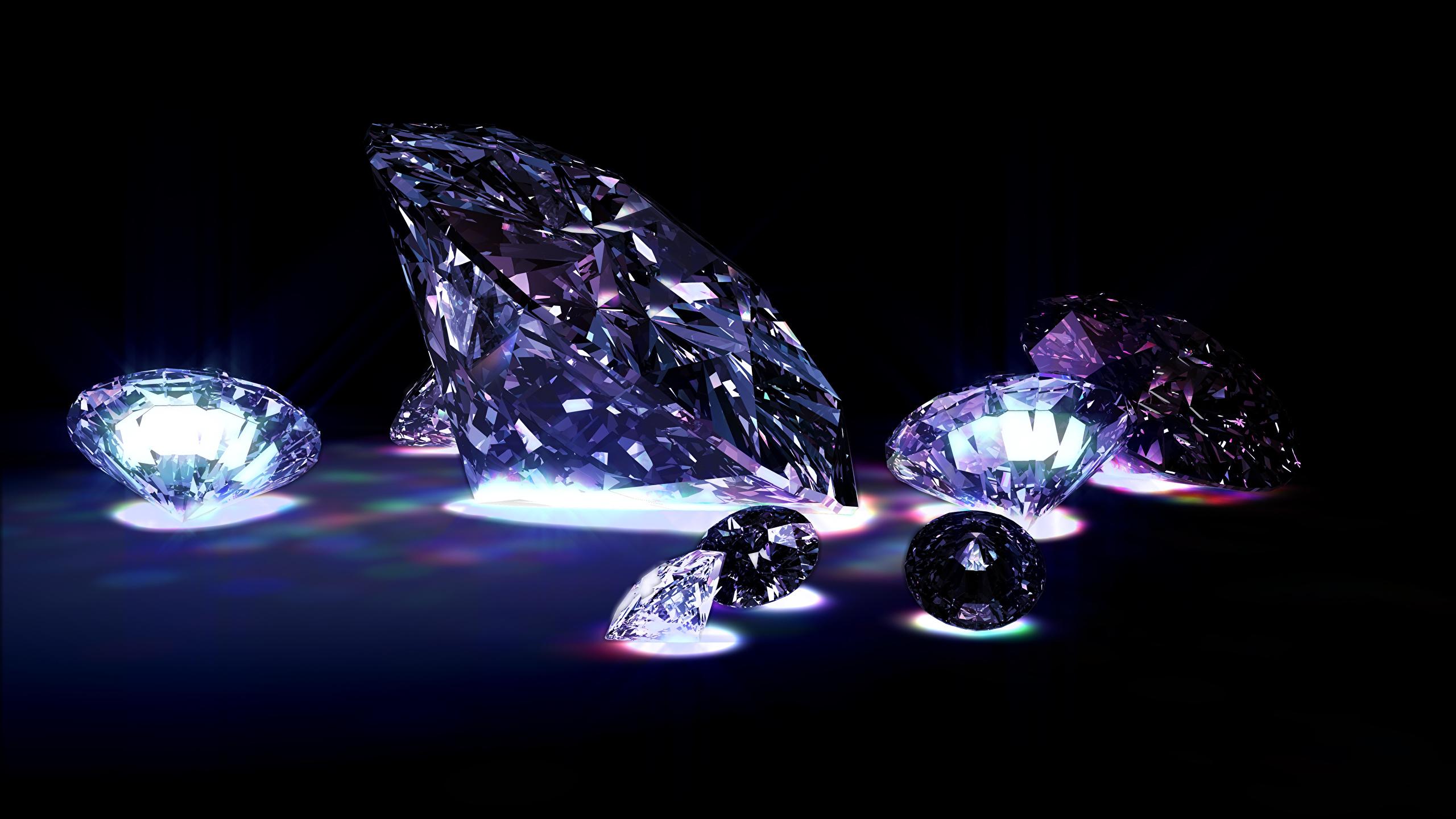 Фотографии Бриллиант на черном фоне 2560x1440 алмаз обработанный Черный фон