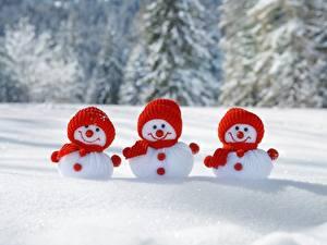 Фото Новый год Снеговики Втроем Шапка Снег