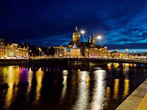 Картинка Нидерланды Амстердам Здания Реки Мосты Ночь Уличные фонари город