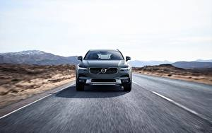 Фото Volvo Спереди Едет Универсал Cross Country V90 Silver 2017 Автомобили