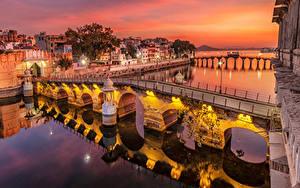 Обои Индия Дома Реки Мосты Вечер Уличные фонари Udaipur Города