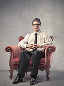 Фотография Мужчины Кресло Сидящие Очки