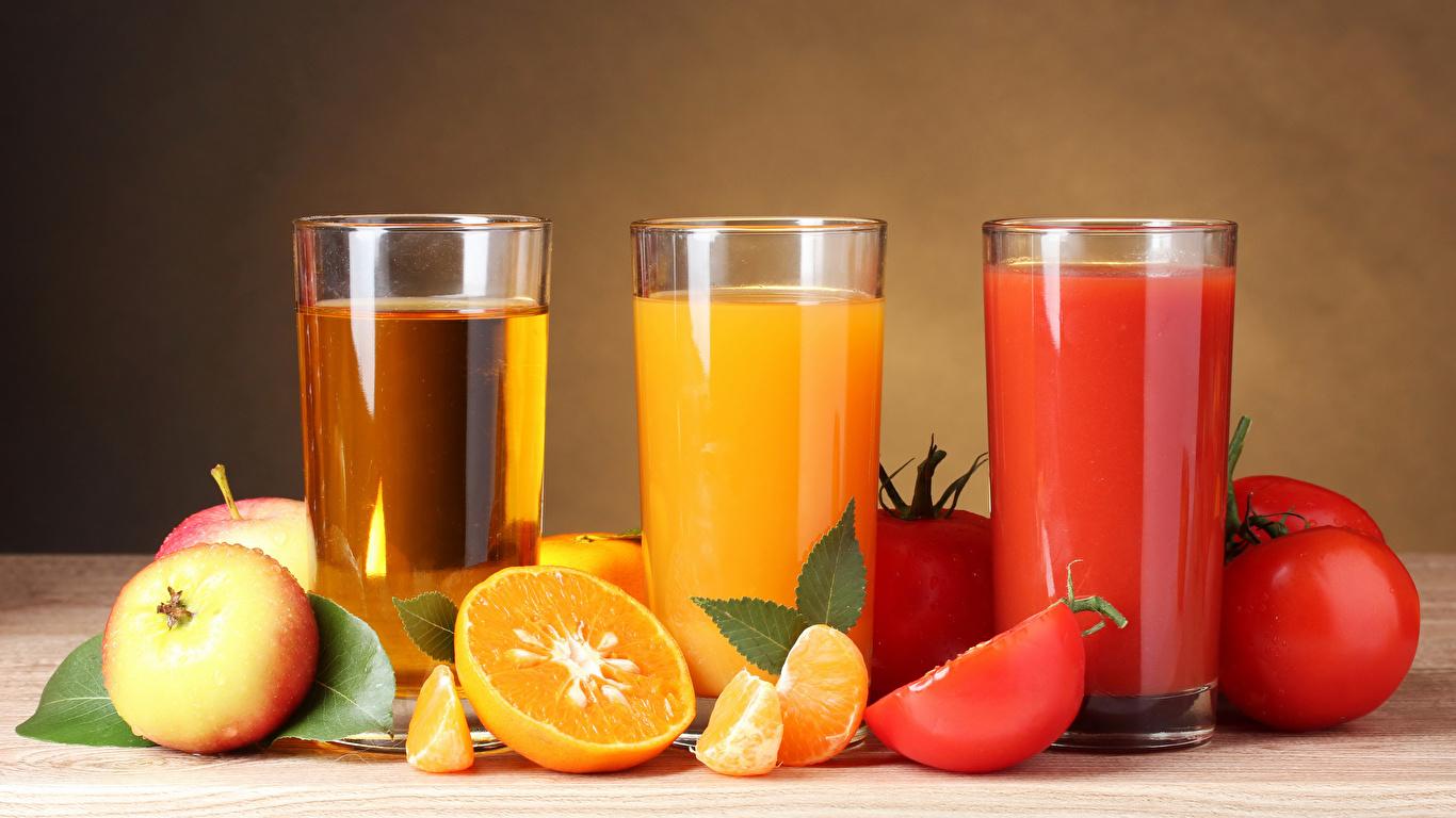 Картинки Сок Апельсин Помидоры Яблоки стакана Трое 3 Продукты питания 1366x768 Томаты Стакан стакане Еда Пища втроем