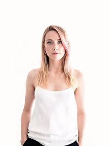 Картинка Amber Heard Белый фон Майка Смотрит Блондинки Знаменитости Девушки