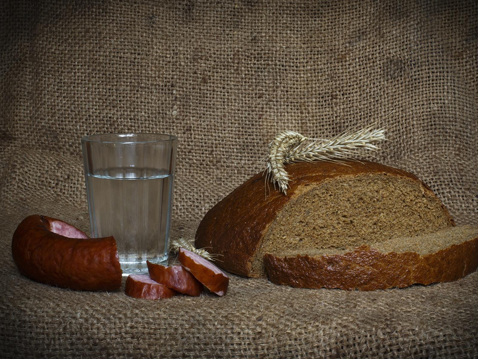 Обои для рабочего стола Водка Колбаса Хлеб Стакан колоски Еда Нарезанные продукты 1600x1200 Колос колосья колосок стакана стакане Пища нарезка Продукты питания