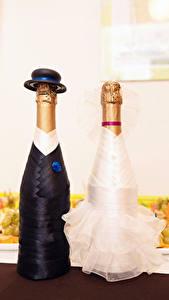 Картинка Шампанское Креативные Бутылки 2 Дизайн Свадьба Шляпа Жених Невеста Еда